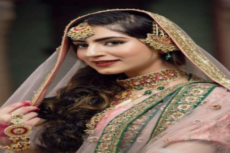 Book the best makeup artists in delhi