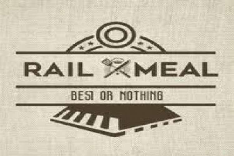online-food-order-in-train_2021651.jpg