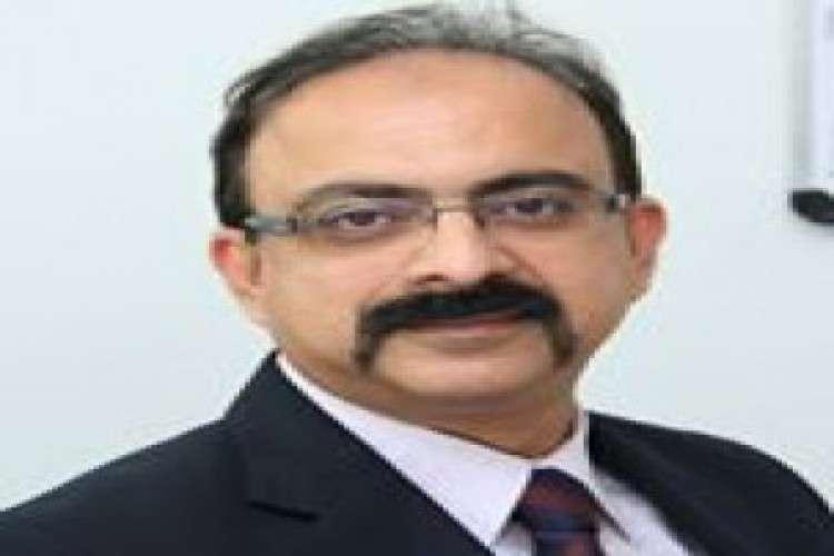 Sunil rajan  best doctor for knee pain
